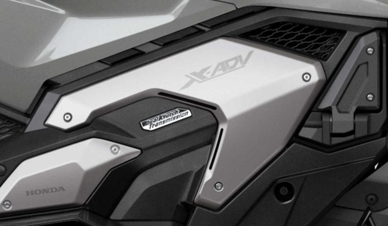 X-ADV lleno